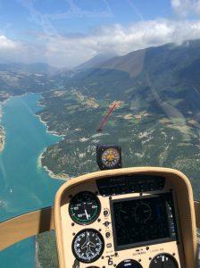Guimbal Cabri G2 HeliCentre vliegend door de bergen